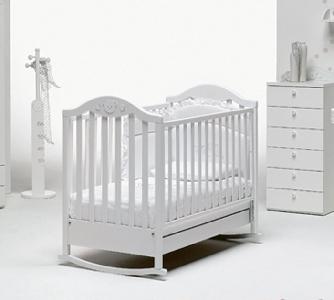 Дървено бяло детско легло \