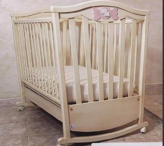 Дървено детско легло с цвят слонова кост \
