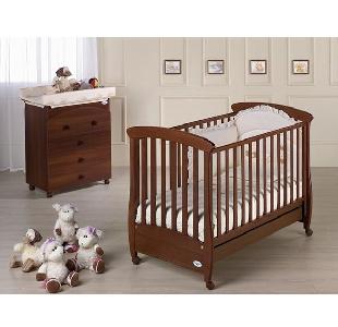 Дървено детско легло с цвят махагон  \