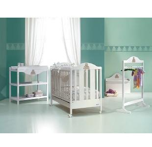 Бяло дървено детско легло \