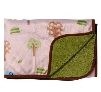 Леко детско одеяло - бежово зелено 72/100см. // Babyono