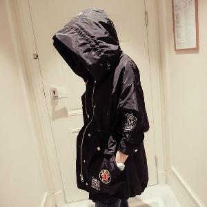 Κομψό  Γυναικείο μπουφάν με κουκούλα -  για την άνοιξη και το φθινόπωρο