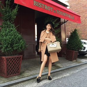 Σύγχρονο Γυναικείο  μπουφάν ,  για το φθινόπωρο, χειμώνα,και την άνοιξη