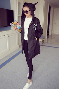 Γυναικείο για το φθινόπωρο  τις μόδας σακάκι  με κουκούλα