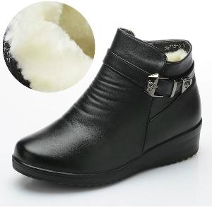 Γνήσιες γυναικείες χειμερινές μπότες από τεχνητό δέρμα - μαύρο και καφέ χρώμα