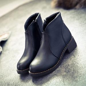 Χοντρές  χειμωνιάτικες  γυναικείες  μπότες- μαύρες και καφέ, και με  βελούδινη επένδυση