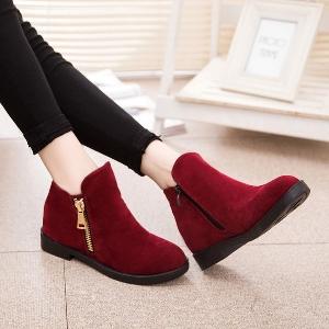 Дамски зимни обувки - червени и черни, стандартни и подплатени модели