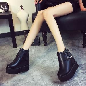 Γυναικείες χειμερινές μπότες από τεχνητό δέρμα - αδιάβροχα, μοντέρνα, κομψά