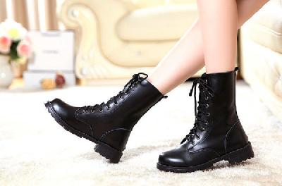 Дамски черни зимни ботуши от изкуствена кожа