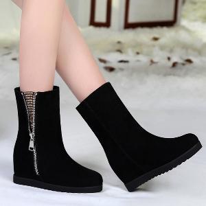 Γυναικείες  μπότες από τεχνητό δέρμα - μοντέρνα σε δύο χρώματα - μαύρο και κόκκινο και με  βελούδο