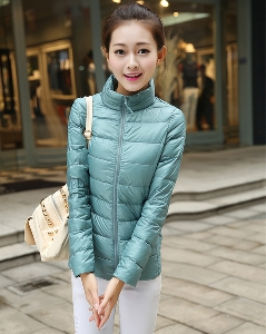 Γυναικεία χειμωνιάτικα μπουφάν σε διάφορα μοντέλα