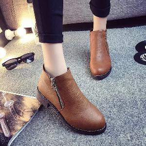 Дамски обувки с цип и без цип