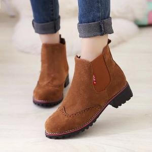 Γυναικεία παπούτσια δύο τύπων δέρματος και σουέτ.