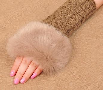 Есенно зимни дамски ръкавици с половин пръст