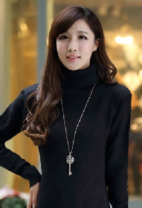 Дамски пуловер с висока яка и без в различни цветове