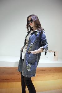 Ανοιξηάτικο Γυναικείο τζιν μπουφάν σε δύο μοντέλα