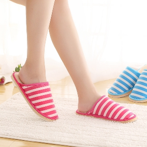 Универсални домашни чехли - за мъже и жени - сини, червени, раирани