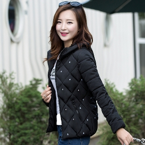Дамски якета с качулка - черни, розови, червени, зелени