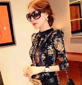 Модерна дамска блуза на цветя