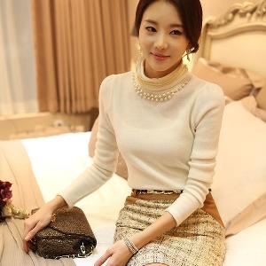 Елегантна дамска блуза с висока яка и мъниста