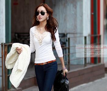 Стилна дамска блуза с дантела отпред