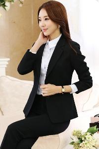 Κομψό γυναικείο κοστούμι - μαύρο σακάκι και μαύρο παντελόνι - Badu ... 58f24f596a2