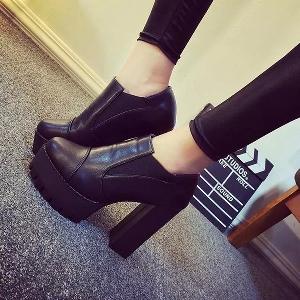 Дамски кожени обувки на висок ток и платформа с грайфер