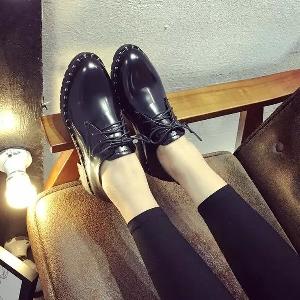 Дамски спортно-елегантни обувки с връзки