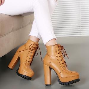 Γυναικείες μπότες με μεγάλη πλατφόρμα  σε 2 χρώματα- καφέ και μαύρο