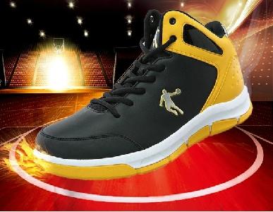 Високи баскетболни обувки