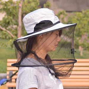Риболовна шапка против насекоми
