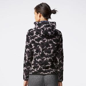 Γυναικείο μπουφάν με κουκούλα για την άνοιξη  - κορυφαία μοτίβο καμουφλάζ