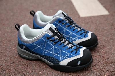 Дамски и мъжки водоустойчиви туристически обувки 12 модела