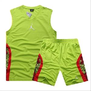 Мъжки баскетболни екипа -няколко цвята