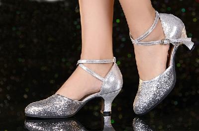 Обувки за латино танци