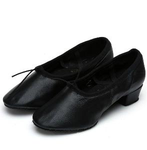 Обувки за танци