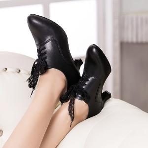 Дамски кожени обувки с ток за танци