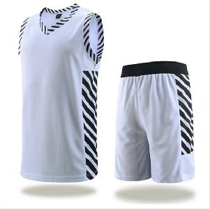 Бял и черен баскетболен екип