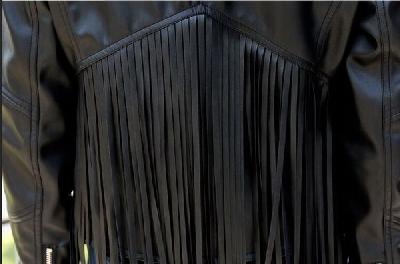 Дамско кожено яке черно с ресни