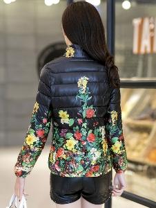 Ανοιξηάτικο Γυναικείο μπουφάν  με λουλούδια: μαύρο και κόκκινο
