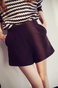 Дамски къси панталони с дантела