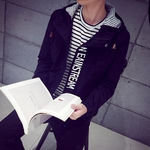 Σπορ μπουφάν  των ανδρών με κουκούλα - 8 μοντέλα