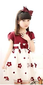 Лятна рокля в три цвята с бродерия .