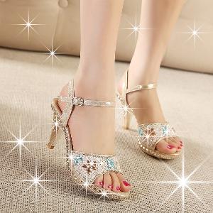 Дамски сандали с диамантени камъни