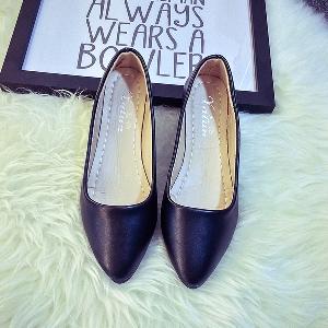 Пролетни обувки-бели,сребристи,черни,червени и златисти.