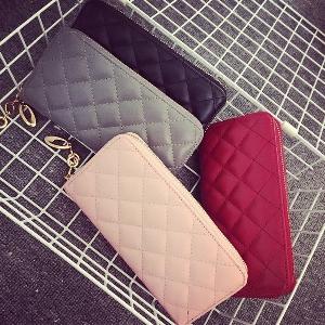 Γυναικείο πορτοφόλι σε τεχνητό δέρμα σε κόκκινο, ροζ, γκρι και μαύρο