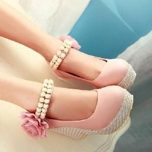 Обувки на платформа с цвете и перли