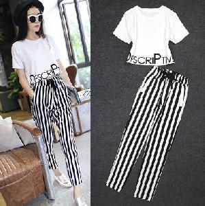 Дамски комплект от бяла блуза и лек раиран панталон