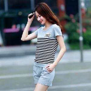 Дамски спортен комплект къси панталони и тениска