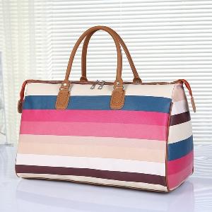 Различни модели чанти за пътуване.